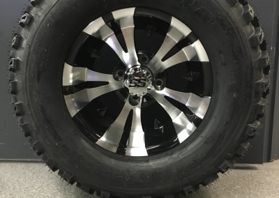 Semi-Aggressive Tire, Black and Machined Wheel – Vampire